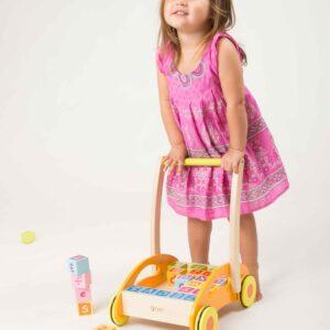Дървена проходилка - уокър с кубчета - Детски играчки - За дърпане и бутане - Дървени играчки